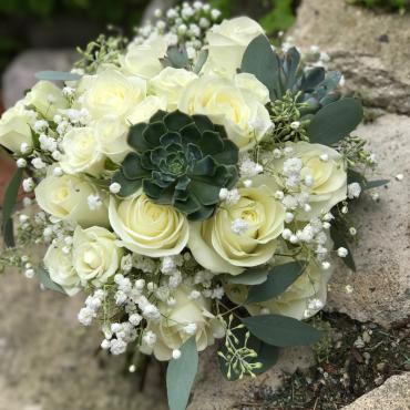 rose bouquet with succulents