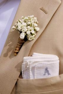 Baby\'s Breath Boutonniere (B26)