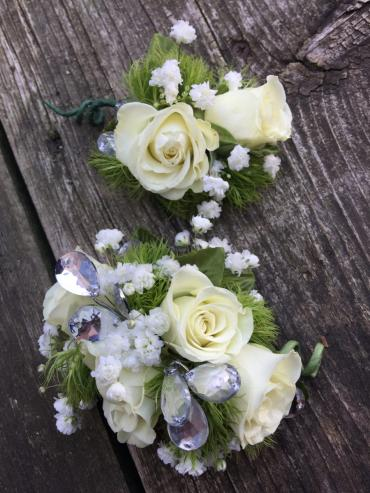 White spray rose Corsage & Boutonniere Set